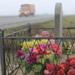 Венки и псевдомогилы у дорог предлагают запретить