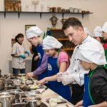 Поварскую школу Юлии Высоцкой пройдут лучшие поварята из детских домов