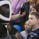 На открытии юбилейного сезона на аллеях Парка Горького появился Promobot