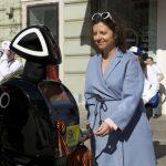 В ходе Парада Победы Promobot поблагодарил ветеранов за их подвиг