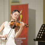 Победительница Международного конкурса скрипачей Владимира Спивакова получила уникальную скрипку Антониацци от Фонда Вячеслава Моше Кантора